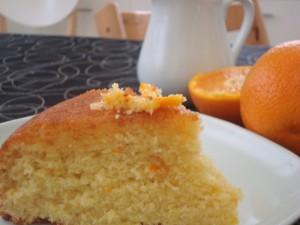 Bizcocho con sirope de naranja