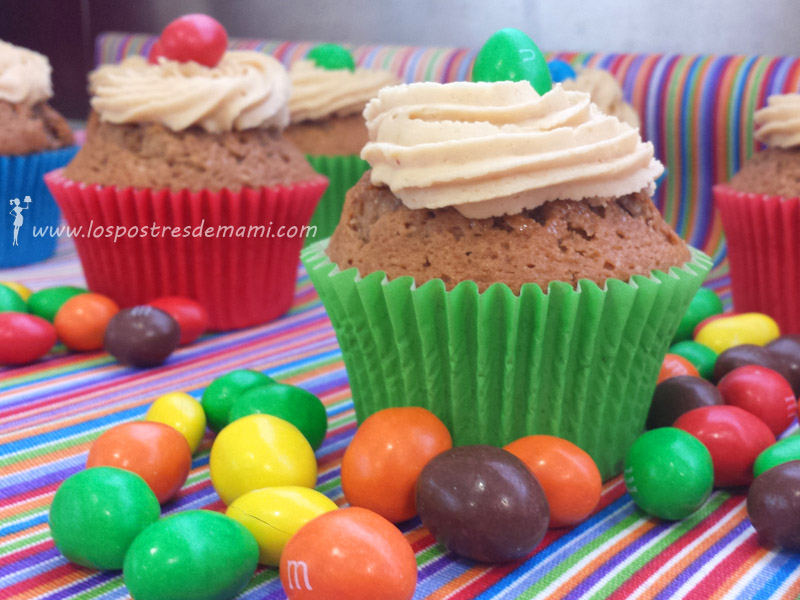 cupcakes chocolate crema cacahuetey M&M's